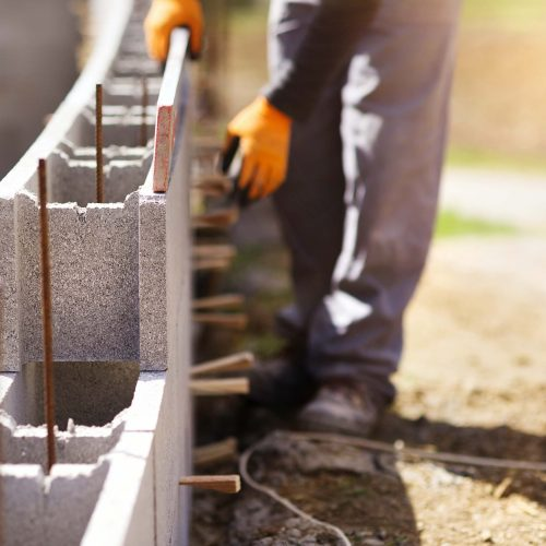 Bricklayer putting down another row of bricks in site; Shutterstock ID 285408257; Job: NL-Comercial Q4; Client/Licensee: Banco Popular; Other: Comercial