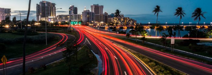 Trafico en la entrada de San Juan / Traffic entering the capital of Puerto Rico at night